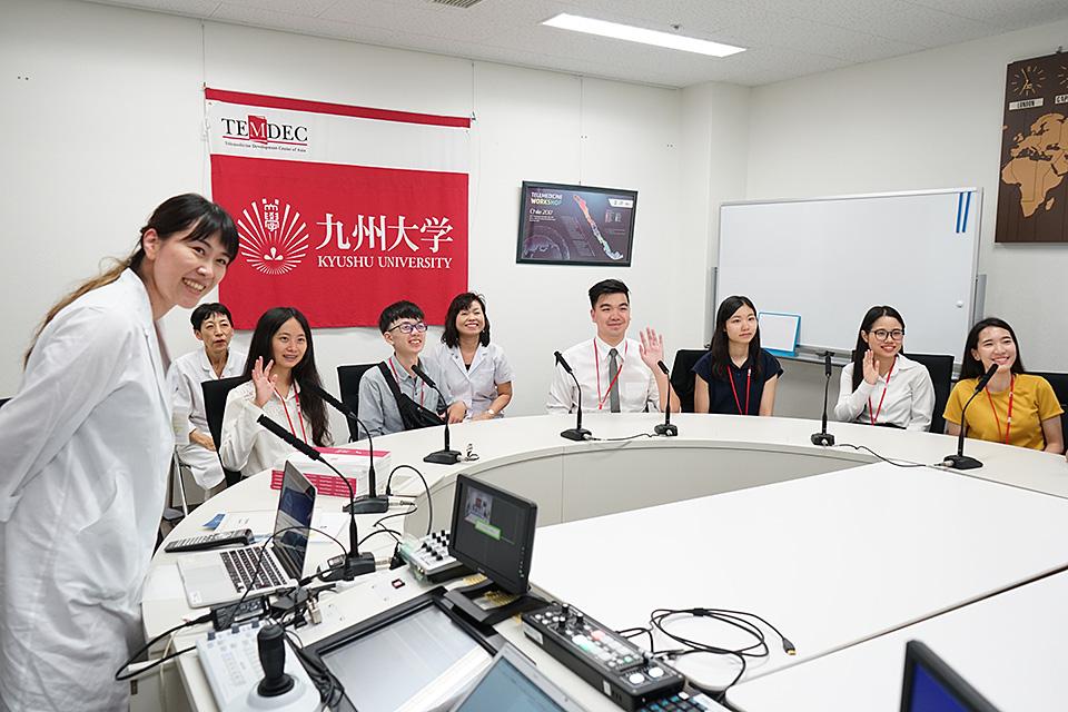 遠隔医療教育システム(九大病院)を活用した国際交流